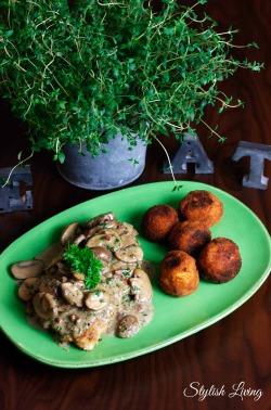 Jägerschnitzel mit Kartoffelbällchen