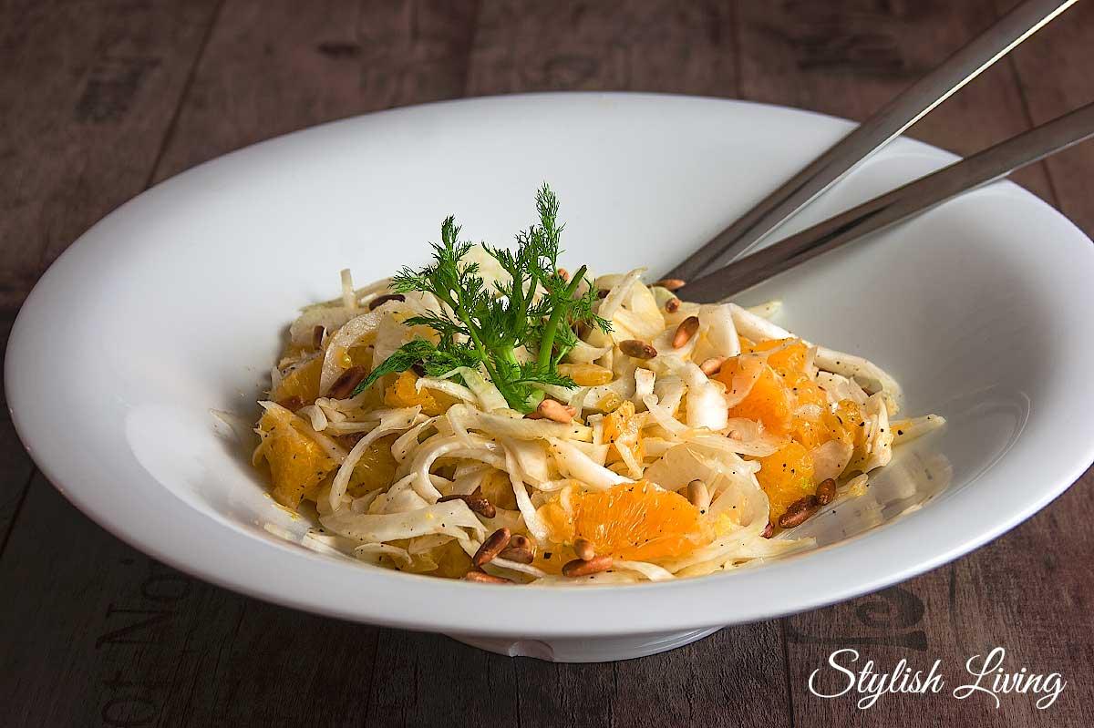 Fenchel-Orangen-Salat mit gerösteten Pinienkernen