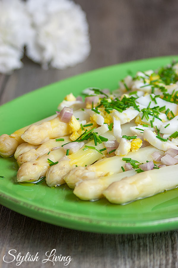 Spargel mit Ei und Vinaigrette
