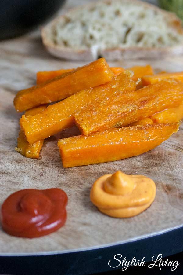 Süßkartoffel-Pommes mit Thomy Chili Mayo und Ketchup 80 %