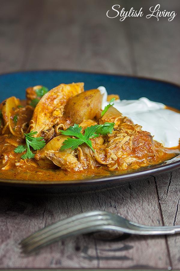 Indisches Schmorgericht mit Hähnchen und Kartoffeln