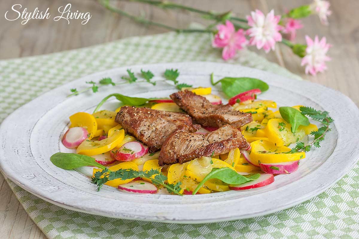 Kalbsschnitzel mit Radiesschen-Zucchini-Salat