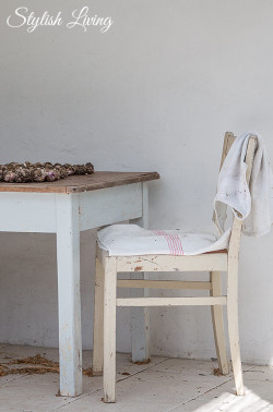 Stillleben Stuhl und Tisch