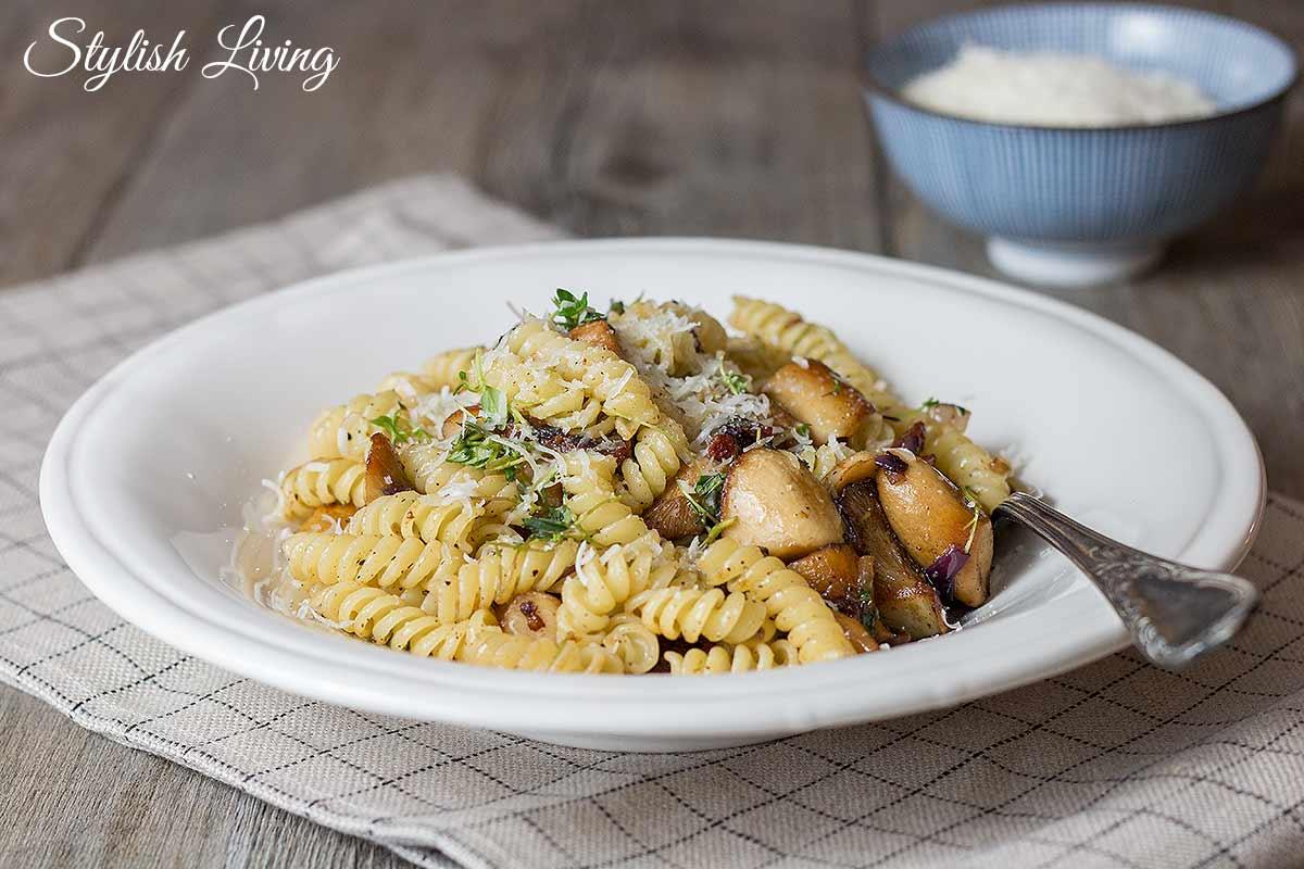 Pasta mit Kräuterseitlingen und Speck