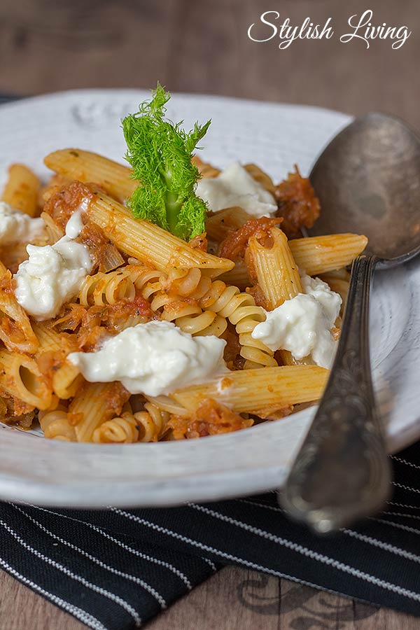 Pasta mit Fenchelgemüse und Tomatensauce