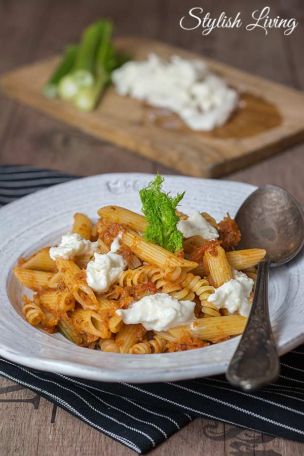 pasta mit fenchel tomaten gem se und b ffelmozzarella stylish living. Black Bedroom Furniture Sets. Home Design Ideas