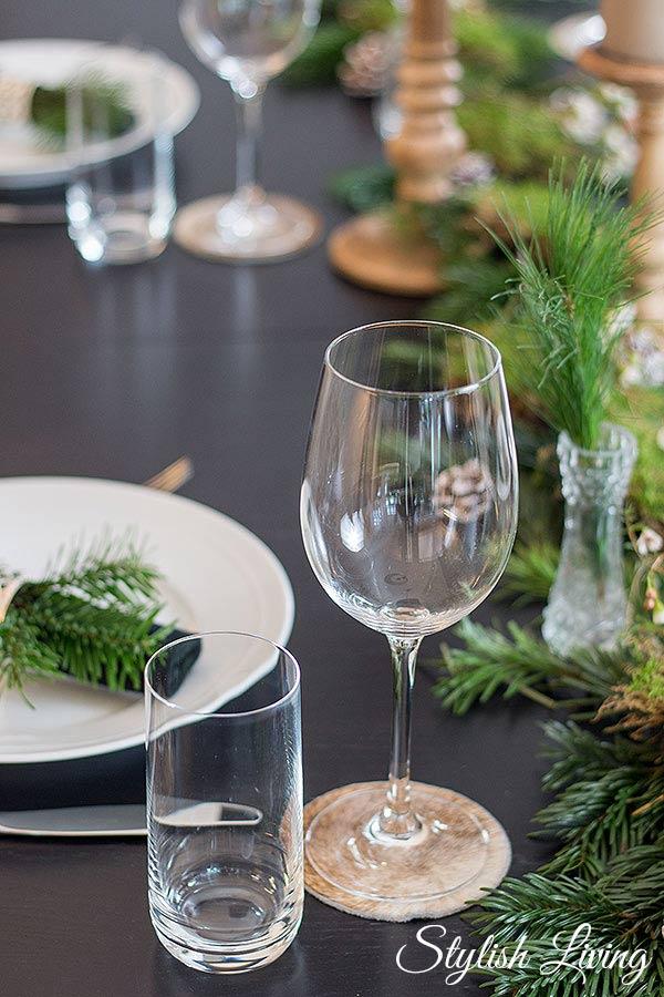 weihnachtliche Tischdeko mit Felluntersetzer