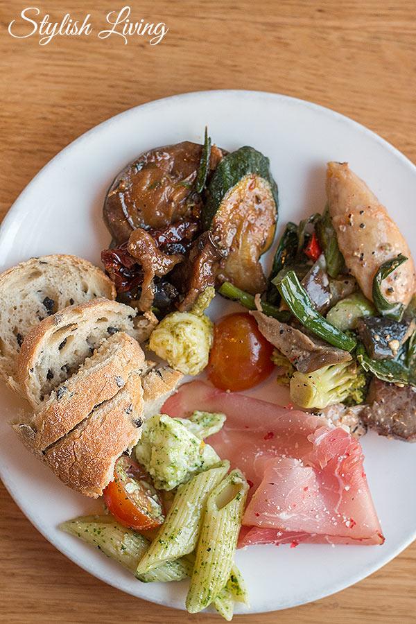 Antipasti-Teller vom Buffet des Deichkind Restaurants