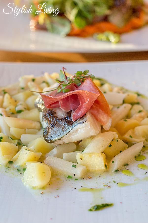 Filetvom Lofoten Kabeljau auf Kartoffel-Spargelragout im Deichkind