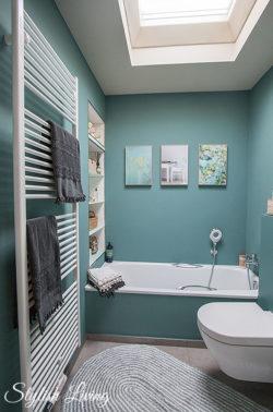 Kleines Bad in türkis mit click-licht