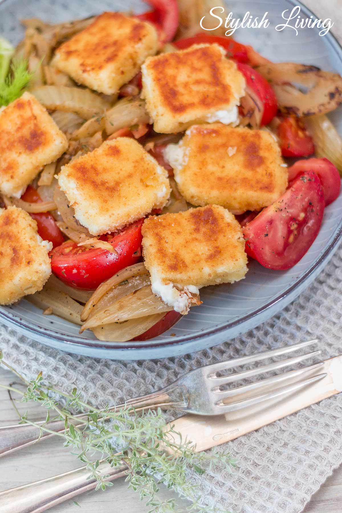 Fenchelgemüse mit gebratenem und paniertem Feta und Tomaten