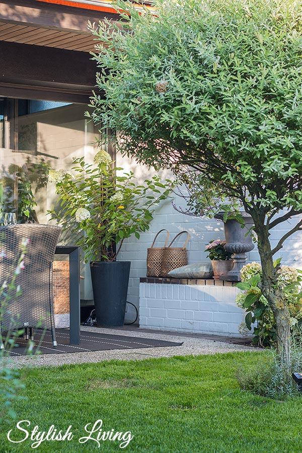 Gartenimpressionen mit gemütlicher Terrasse