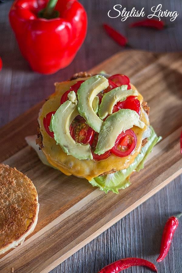 Crispy Chicken Burger mit Chio Tortillas und Chio Dips
