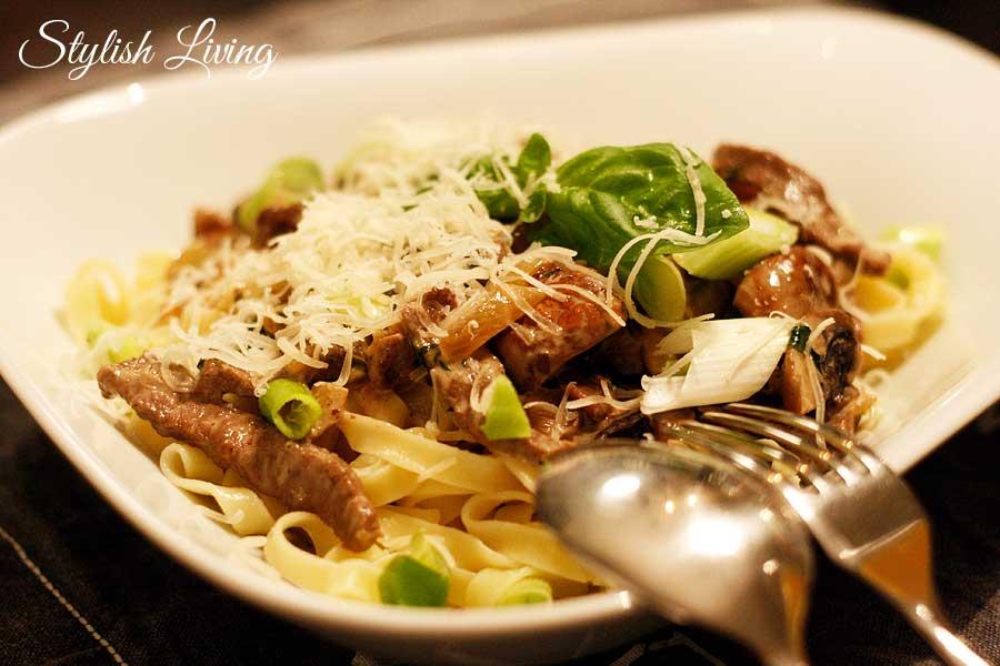 Pasta mit Rindfleisch und Champignons