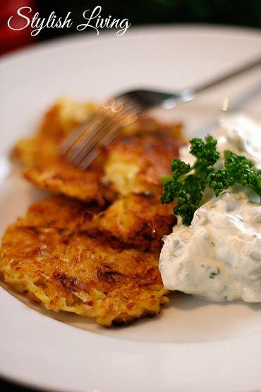Sauerkrautküchlein mit Lauchzwiebelquark