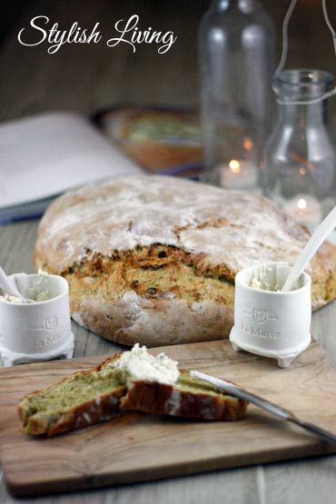 zucchinibrot mit ziegenk se nach dem rezept von jamie oliver. Black Bedroom Furniture Sets. Home Design Ideas