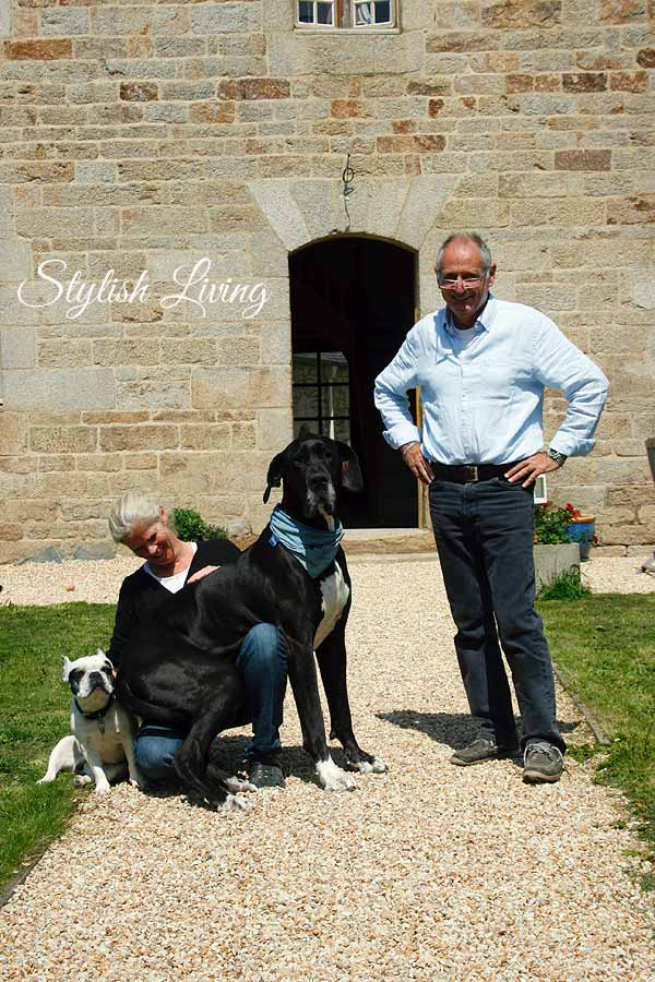 Jean-Michel mit Frau und Hunden
