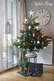 geschm ckter weihnachtsbaum in rot wei und bekanntgabe der gewinner. Black Bedroom Furniture Sets. Home Design Ideas