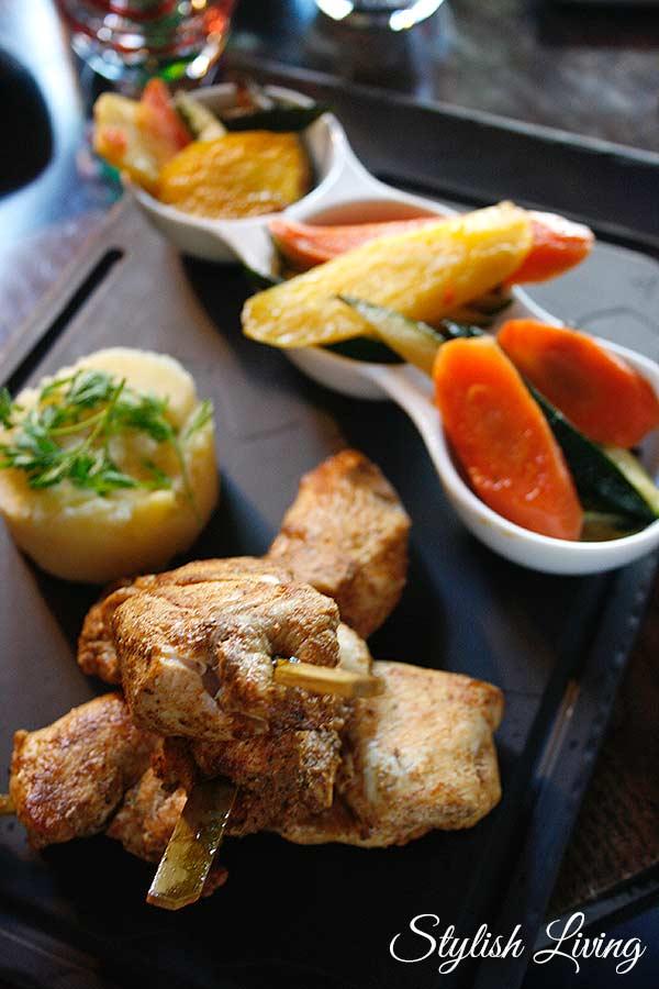 Hähnchenspieße mit Gemüse und Kartoffelpüree