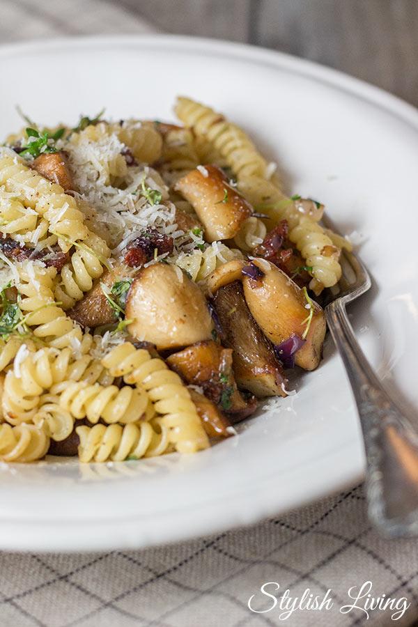 Pasta mit Speck und Kräuterseitlingen