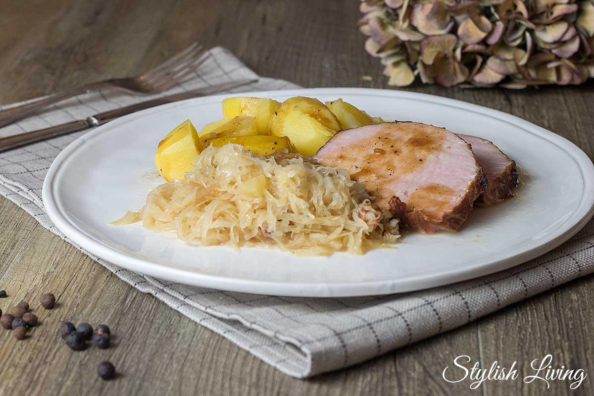 Kasslerbraten mit Sauerkraut und Kartoffeln