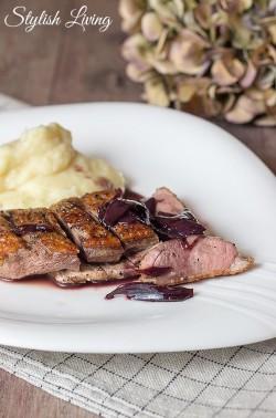 Entenbrustfilet mit Crème de Cassis Sauce und Kartoffel-Sellerie-Püree