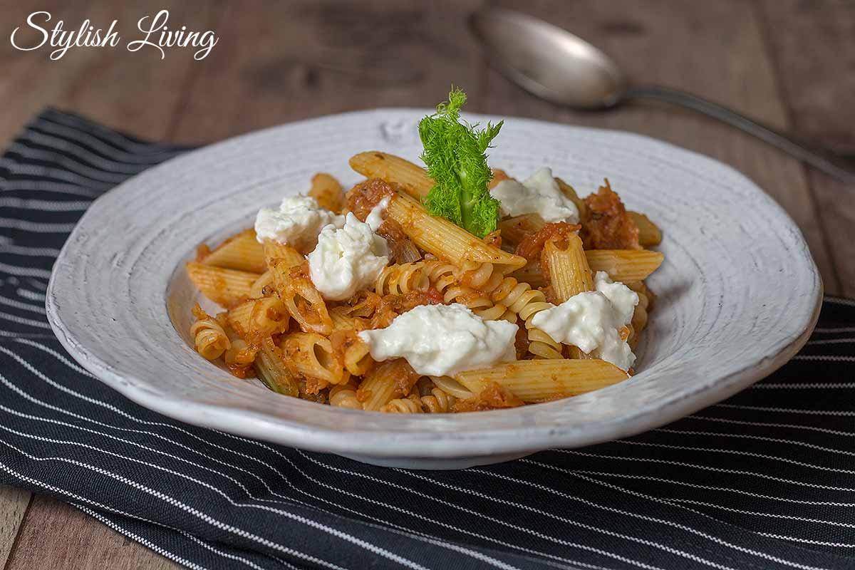 Pasta mit Fenchel-Tomaten-Gemüse und Büffelmozzarella