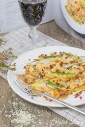 Käsespätzle mit Frühlingszwiebeln und Preiselbeeren von Tim Raue
