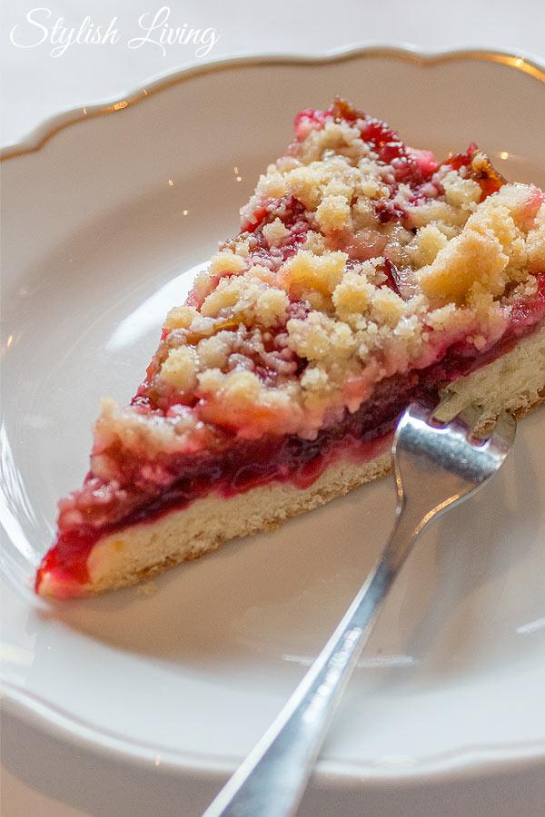 Pflaumenstreuselkuchen im Café Namenlos