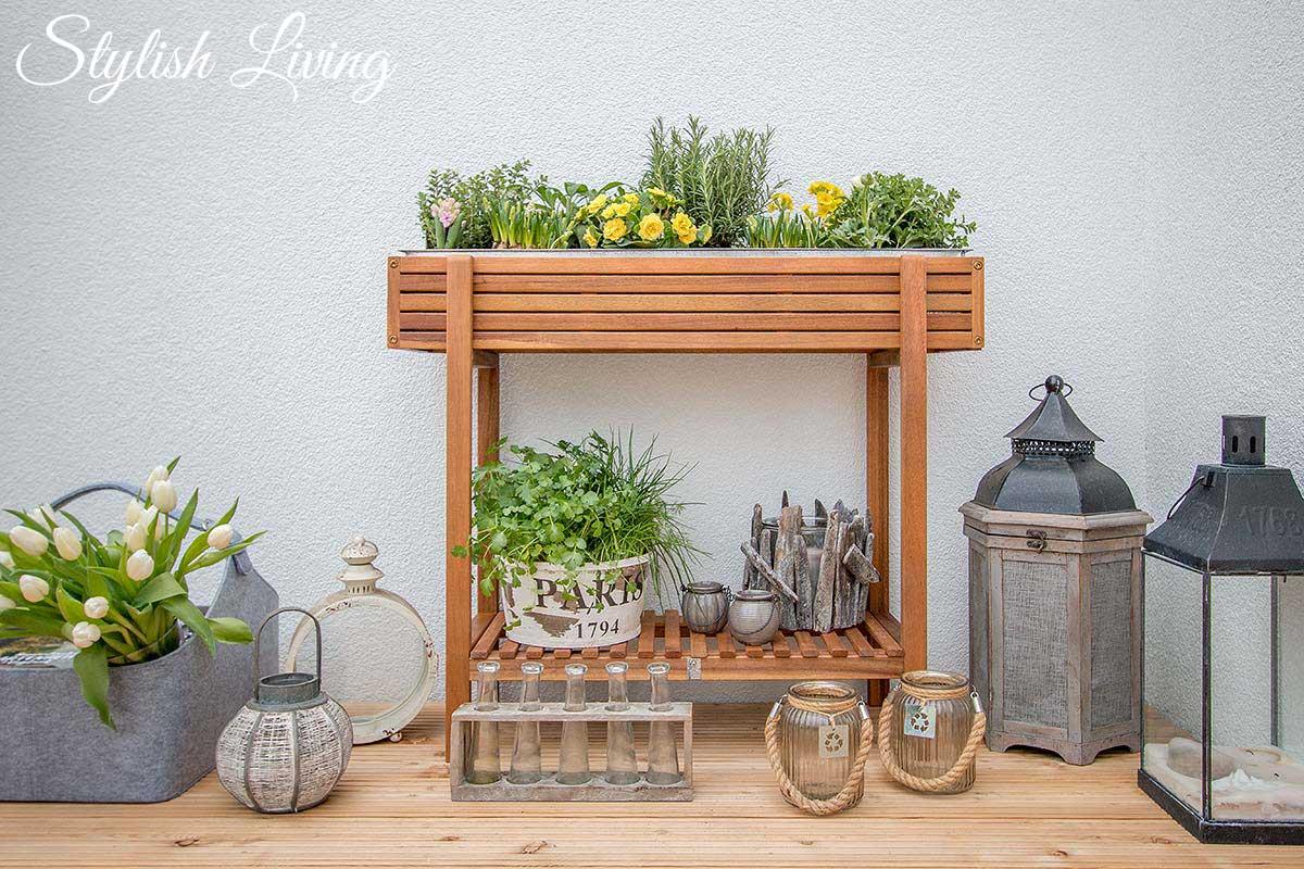 hochbeet mit fr hlingsbl hern kr utern bepflanzt stylish living. Black Bedroom Furniture Sets. Home Design Ideas