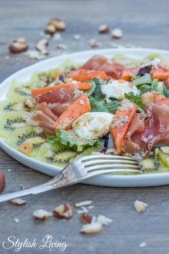 fruchtiger salat mit zespri kiwi papaya ziegenfrischk se werbung stylish living. Black Bedroom Furniture Sets. Home Design Ideas
