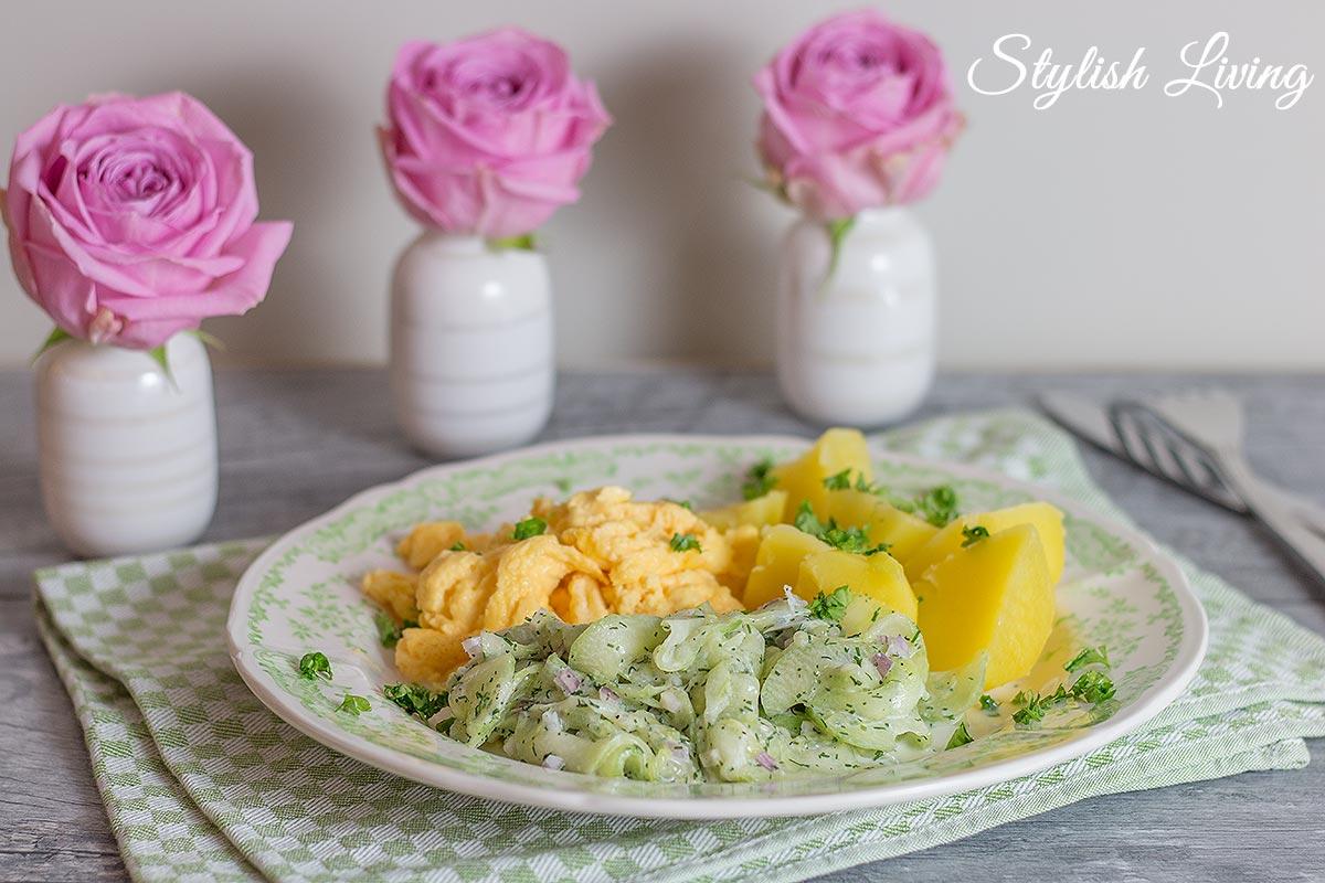 perfektes Rührei, Gurkensalat nach Tim Mälzer und Kartoffeln