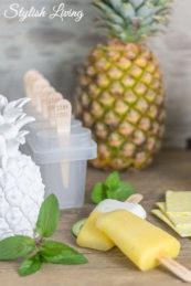 erfrischendes Ananas Eis am Stiel