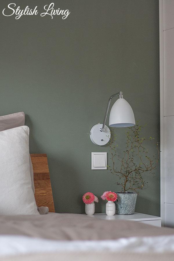 Schlafzimmer Makeover mit Hängeleuchte und schwebendem Nachtschrank