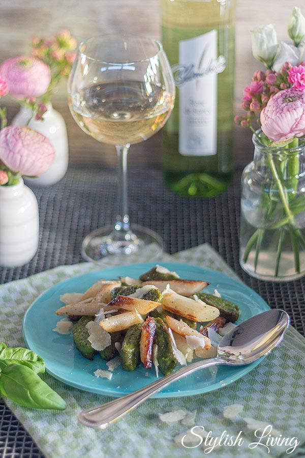 Bärlauchgnocchi mit gebratenem Spargel und Blanchet Weinbegleitung