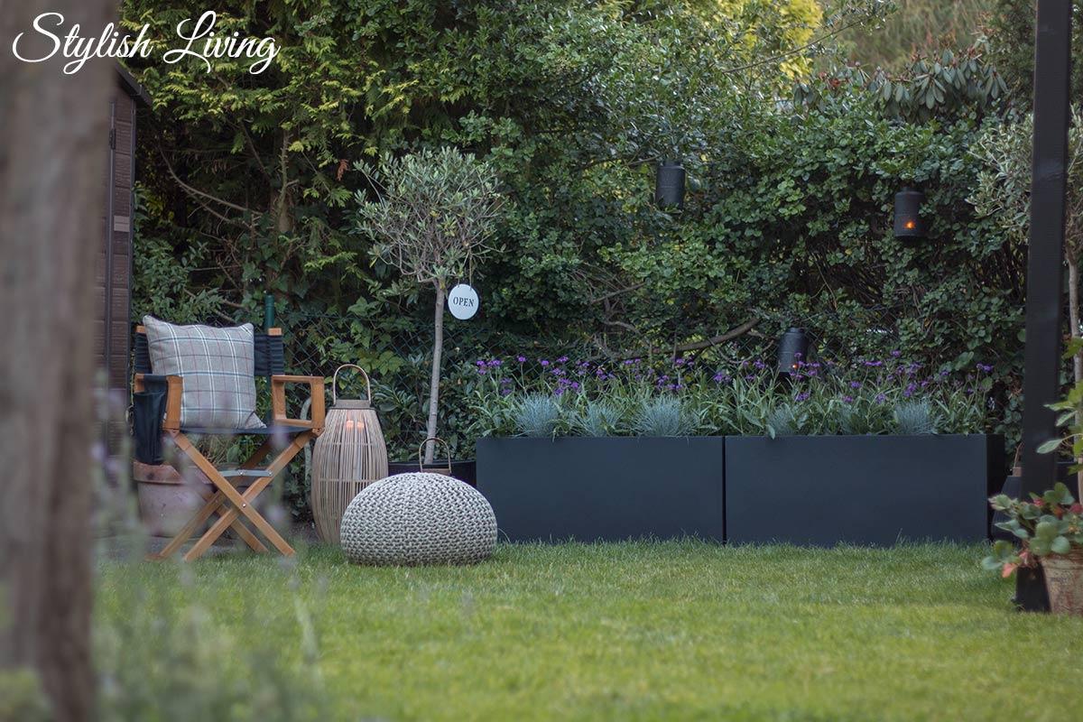 Pflanzkübel MAXI von VIVANNO fügt sich perfekt in unseren Garten ein