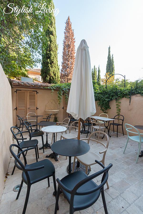 gemütliche Frühstücksterrasse im Maison Du Collectionneur in Aix-en-Provence