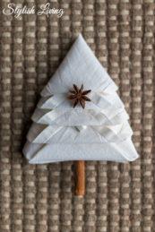 Aus Servietten einen Tannenbaum falten