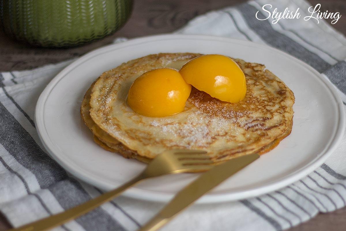 weltbester Pfannkuchen mit Pfirsich als Beilage