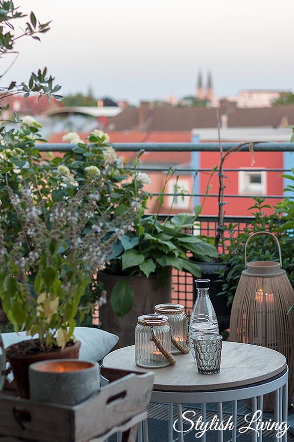 Dachterrasse gestalten mit Pflanzen - Abendstimmung