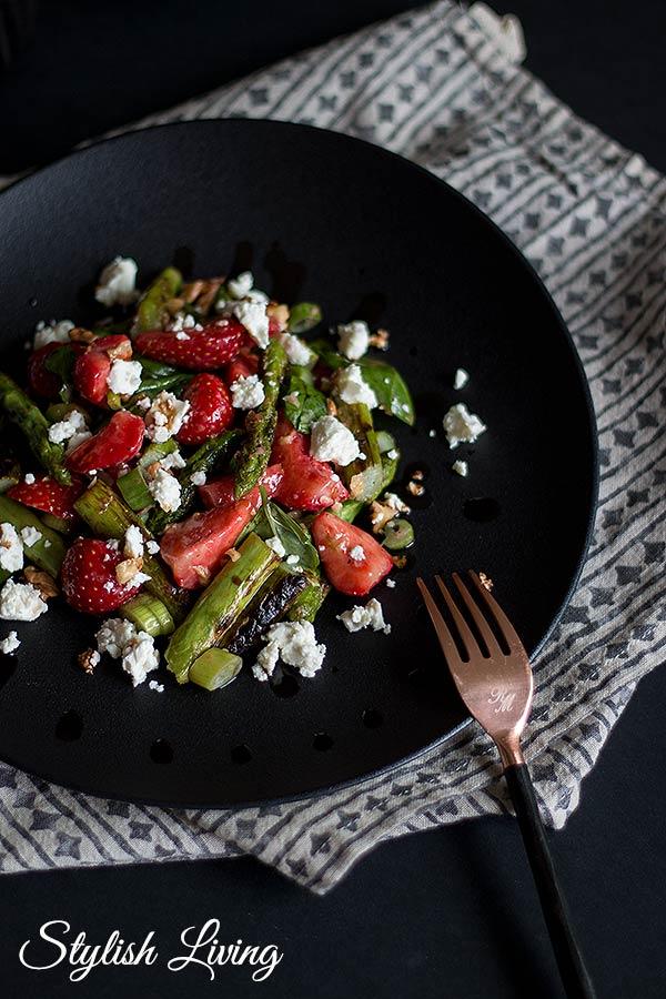 Spargel-Erdbeersalat mit Feta