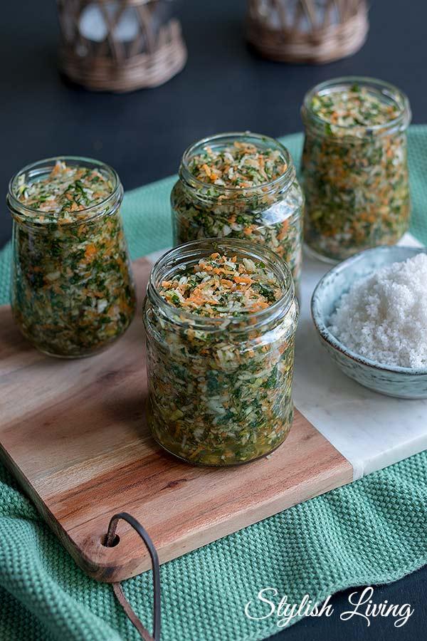 selbstgemachte Gemüsepaste mit Suppengrün