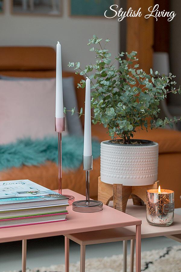 Dekoideen für Beistelltische mit Coffee Table Books, Pflanzen und Kerzen