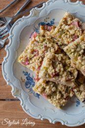 schneller Rhabarberkuchen mit Streuseln vom Blech