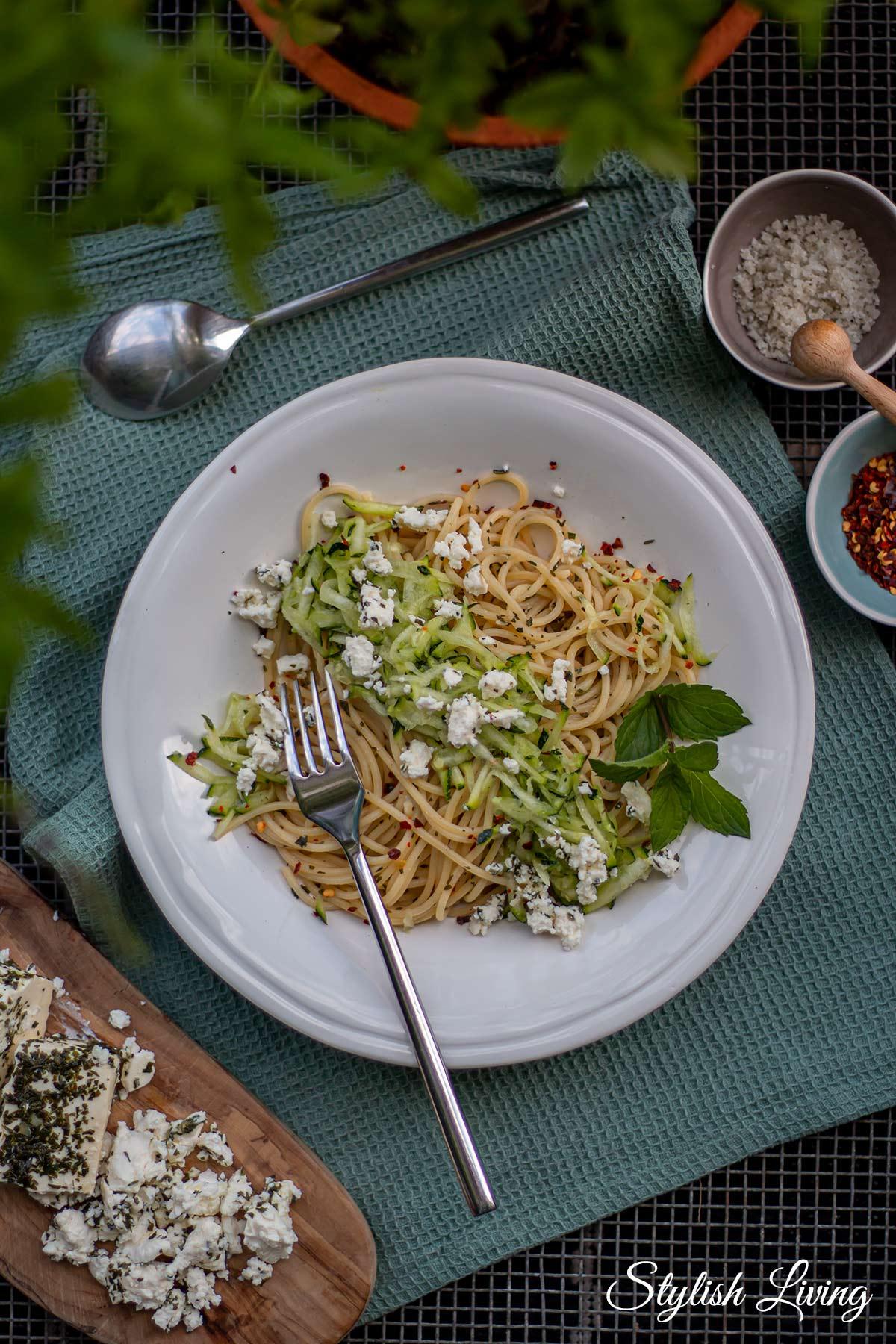 Zucchini-Minze-Pasta nach Donna Hay