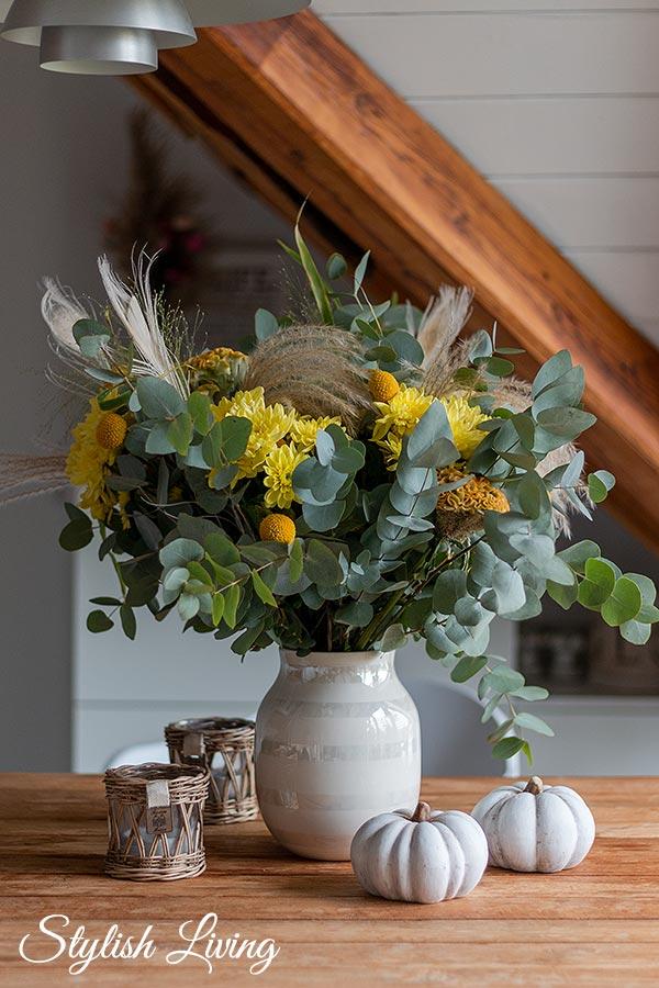 Blumenstrauß mit der gelben Spray-Chrysantheme Pina Colada