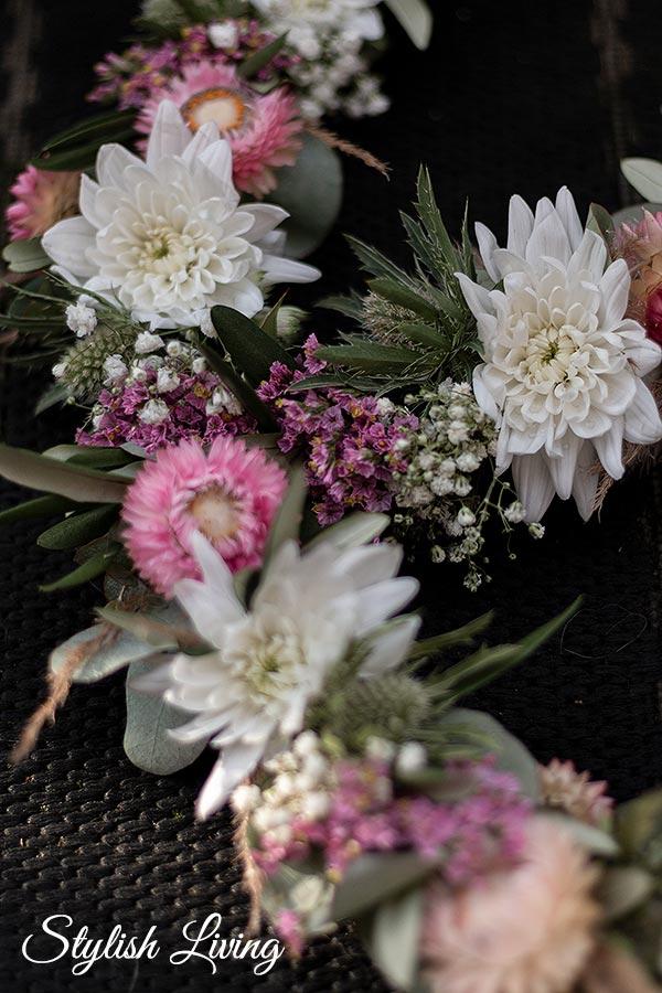 Spray-Chrysantheme Pina Colada im Blumenkranz