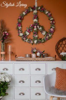 Peacezeichen Blumenkranz mit der Pina Colada Spray-Chrysantheme