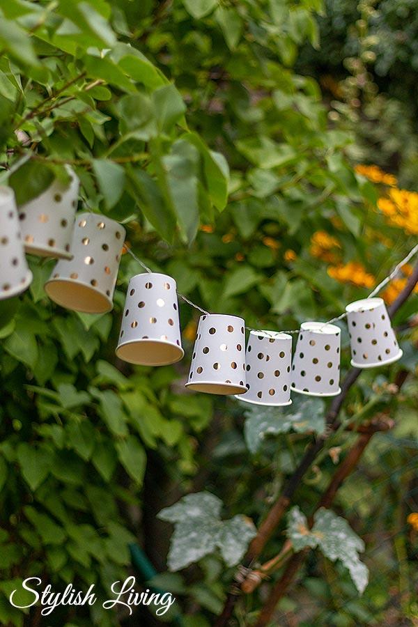 Ideen für Deine Sommerparty - Lichterkette aus Pappbechern