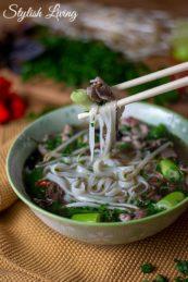 "vietnamesische Nudelsuppe ""Pho"" aus dem Kochbuch Vietnam"